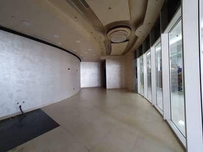 محل تجاري  للايجار في دانة أبوظبي، أبوظبي - محل تجاري في برج الفلاحي دانة أبوظبي 60000 درهم - 5031912