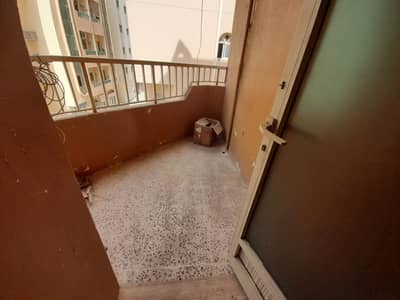 1 Bedroom Flat for Rent in Al Mujarrah, Sharjah - Window Ac 1BHK  WELL MAINTAINED  BUILDING  CLOSED TO CORNISH RENT 14K 4TO6CHEQUE PAYMENT
