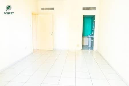 فلیٹ 4 غرف نوم للايجار في شارع الشيخ زايد، دبي - Amazing | Vacant 4BR | Balcony | Unfurnished