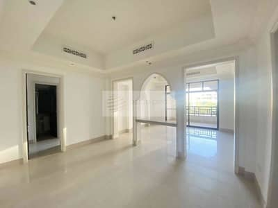 2 Bedroom Flat for Sale in Old Town, Dubai - No Brokers| 2 Bedroom with Balcony |Community View