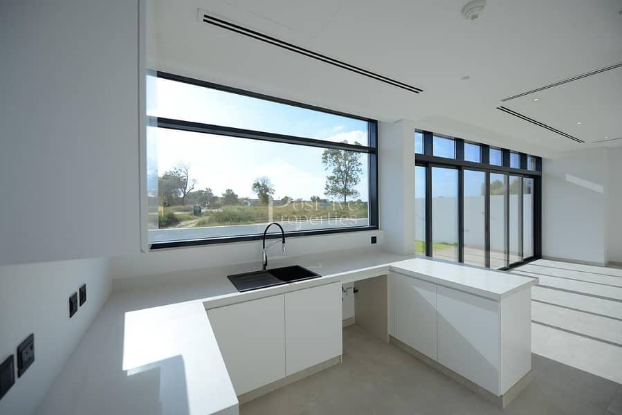 8 Wide Corner Garden View | Jumeirah Luxury | 4BR+M