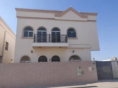 5 Bedroom Villa for Rent in Deira, Dubai - OUTSTANDING 05 B/R VILLA | MAID ROOM | HUGE INDEPENDENT VILLA