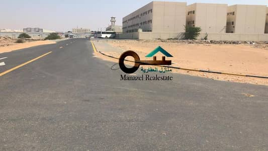 Industrial Land for Sale in Umm Al Quwain Marina, Umm Al Quwain - For sale land in Bam Al-Quwain, the corner of two streets, owning a citizen or an expatriate, an area of ​​29,000 feet, a very similar site