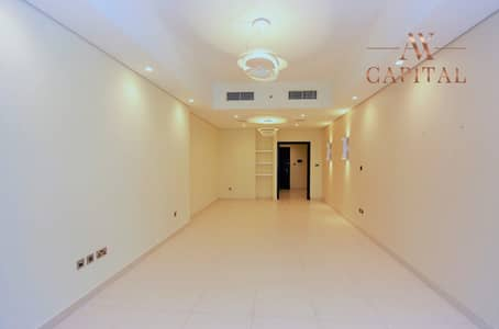 3 Bedroom Apartment for Rent in Downtown Dubai, Dubai - Huge 3 Bedroom + Maids | Very well Maintained
