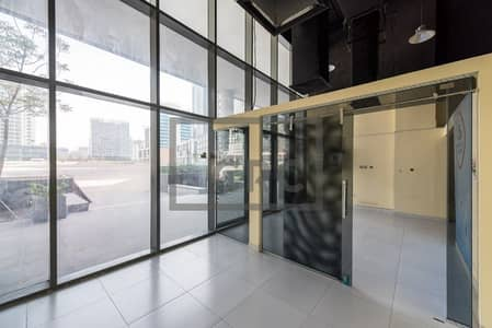 Shop for Rent in Business Bay, Dubai - Business Bay|Fitted Shop|Main Road Facing