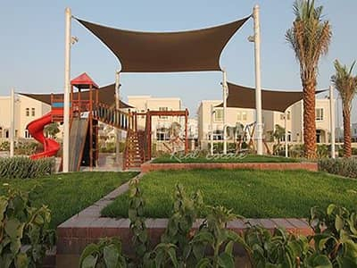 2 Bedroom Townhouse for Sale in Al Ghadeer, Abu Dhabi - A Nice 2BR Townhouse in a Good Community