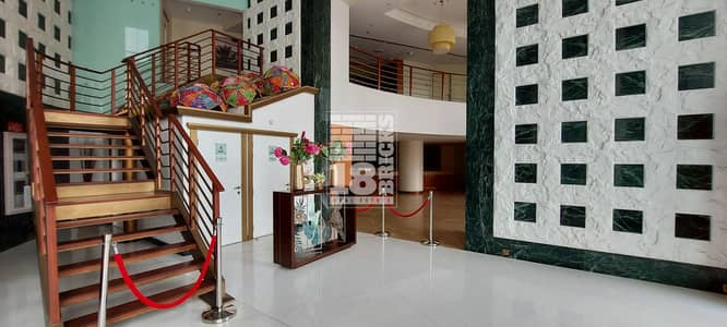 محل تجاري  للايجار في شارع الشيخ زايد، دبي - Cafe/Restaurant in famous business and residential tower