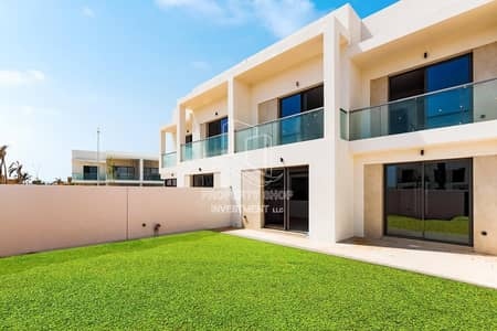 3 Bedroom Townhouse for Rent in Yas Island, Abu Dhabi - Modern design | Open kitchen  | Study & maid room available