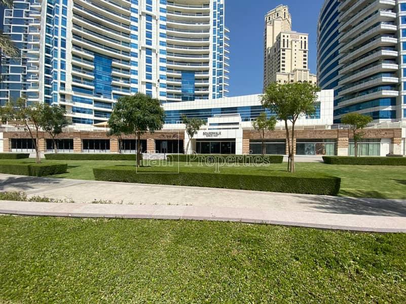 Five retails - long facade - Marina Walk