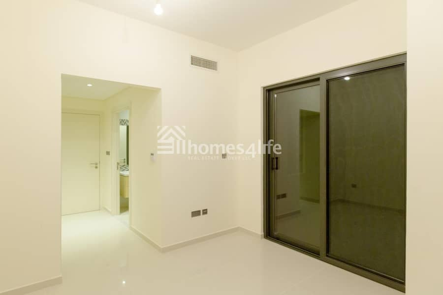 11 INVEST IN YOUR OWN 4 BEDROOM TOWNHOUSE IN DAMAC HILLS READY COMMUNITY