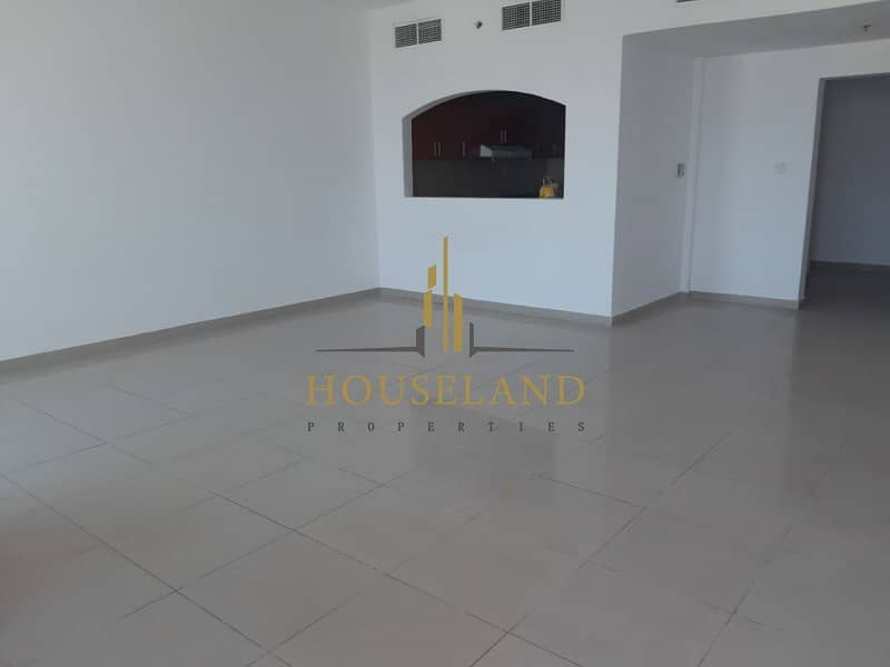 Spacious apartment / high floor/ newly upgraded and renewed