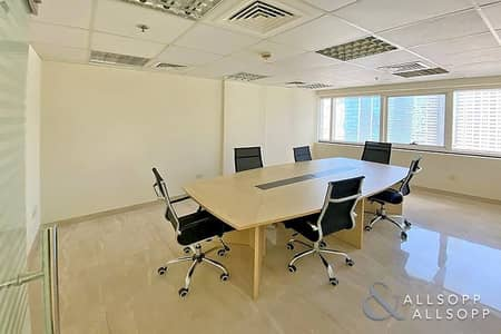 مکتب  للايجار في أبراج بحيرات الجميرا، دبي - Fully Fitted | High Floor Unit | Partitioned
