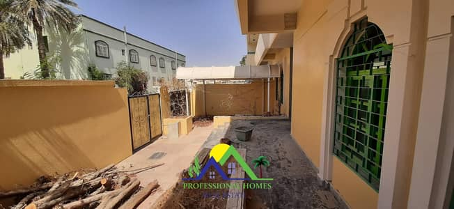 4 Bedroom Flat for Rent in Al Jaheli, Al Ain - Private entrance 4bedrooms with majlis near jaheli School