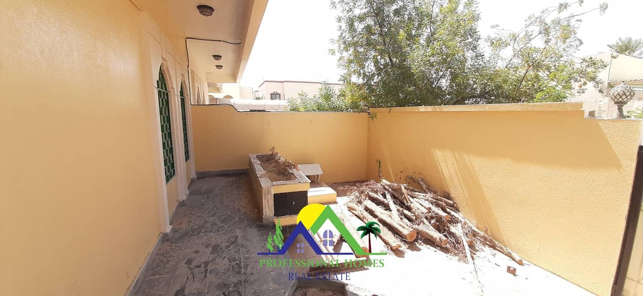 2 Private entrance 4bedrooms with majlis near jaheli School