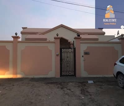 Villa for rent, Rawda area, Ajman, one floor 5000 feet, super deluxe finishes and decorations, top cleanliness