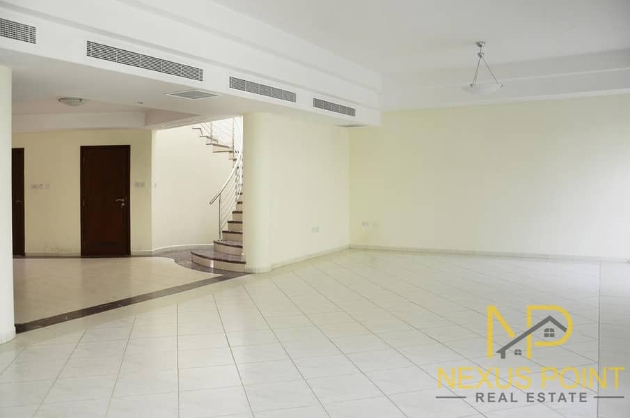 2 Family Friendly Community with Large Private Garden