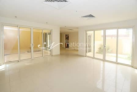 3 Bedroom Townhouse for Sale in Al Raha Gardens, Abu Dhabi - Rented | Beautiful And Spacious Townhouse