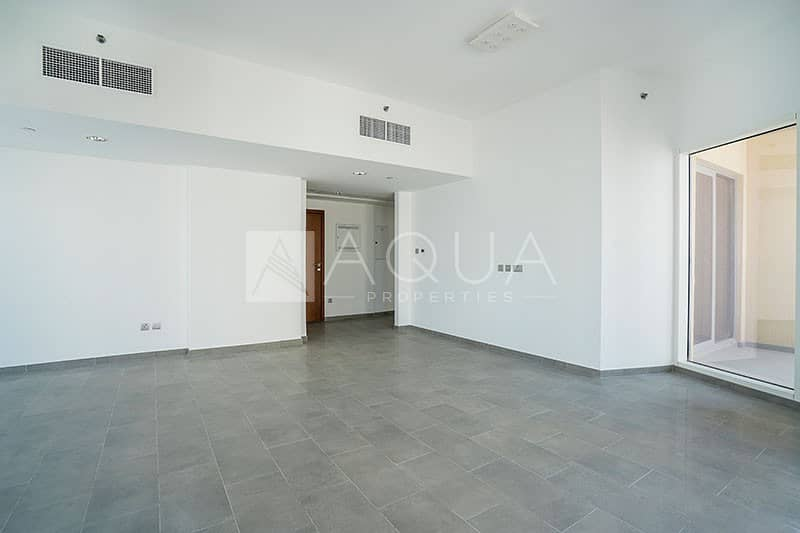 2 Prime location/ Water view /Big layout..