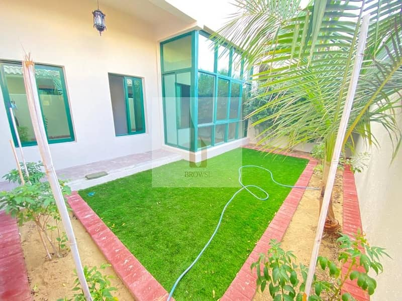 Close To Park    4BR Ensuite+Small Garden   S/Pool
