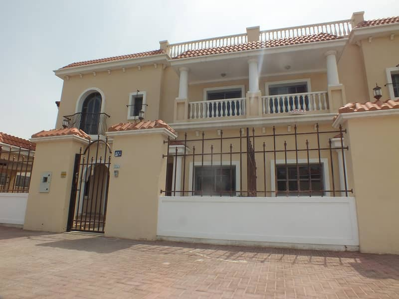 4 villa compound for sale in jumeirah 1 price is 20m