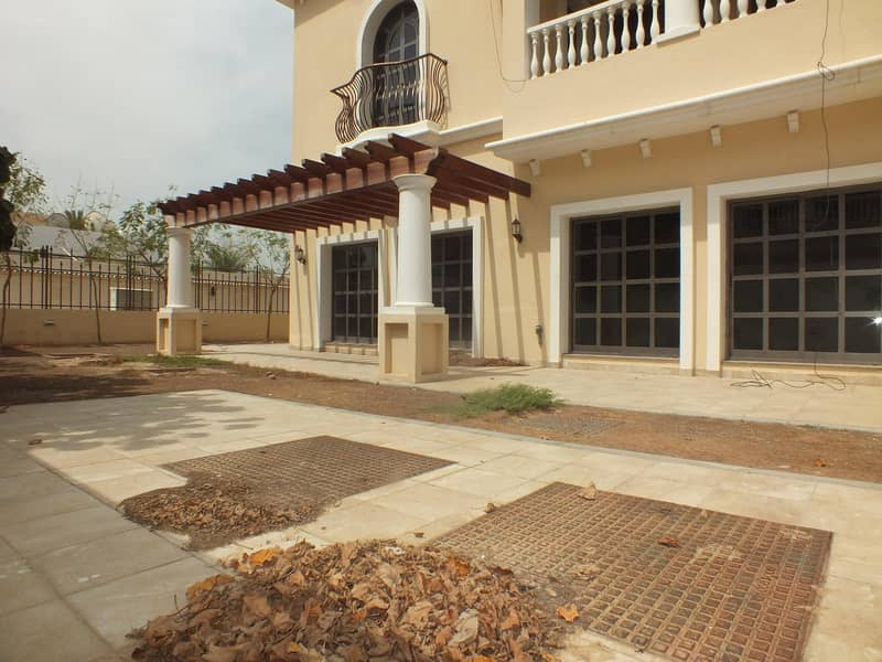 18 4 villa compound for sale in jumeirah 1 price is 20m
