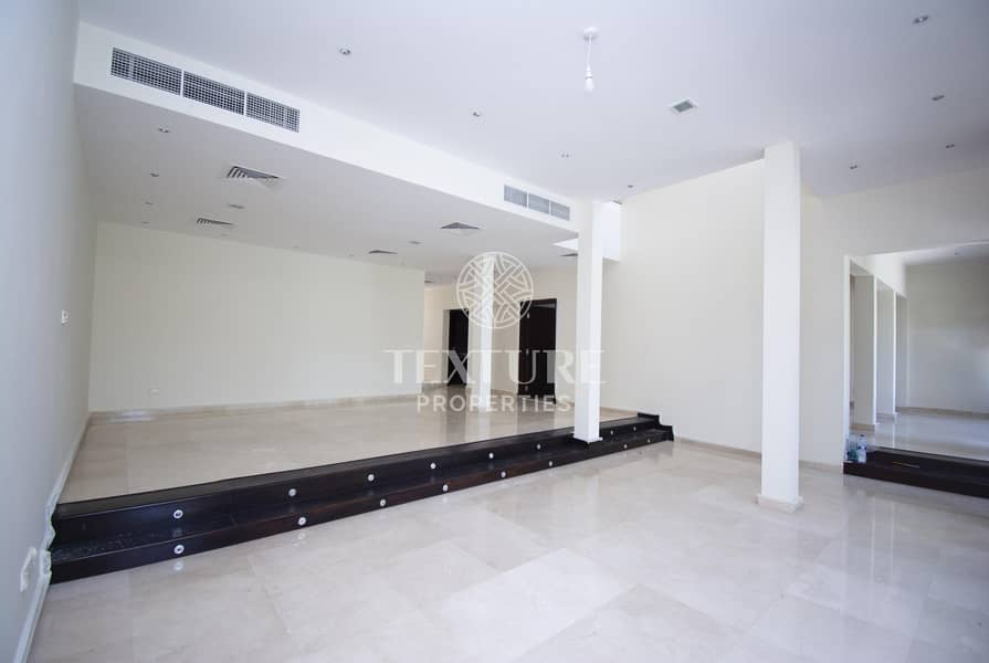2 Fully Renovated 5 Bed Villa   Private Swimming Pool