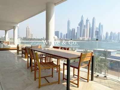 4 Bedroom Penthouse for Sale in Palm Jumeirah, Dubai - Luxurious Beach Front Modern Penthouse