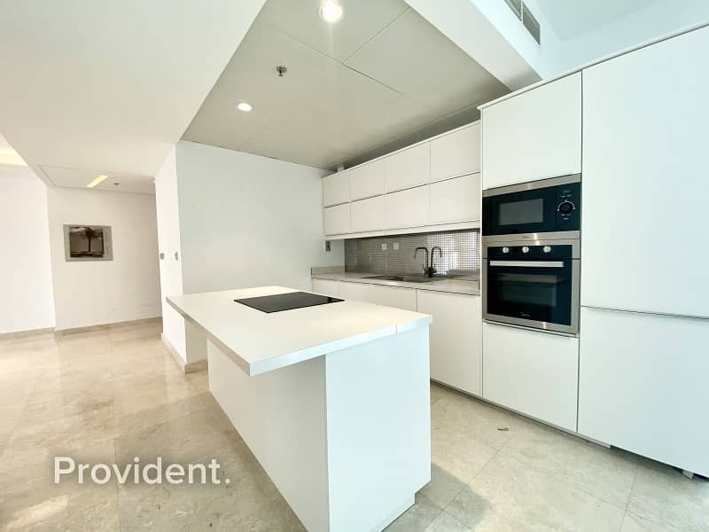 2 Beautiful Upgraded Unit|Full Sea|Price Negotiable