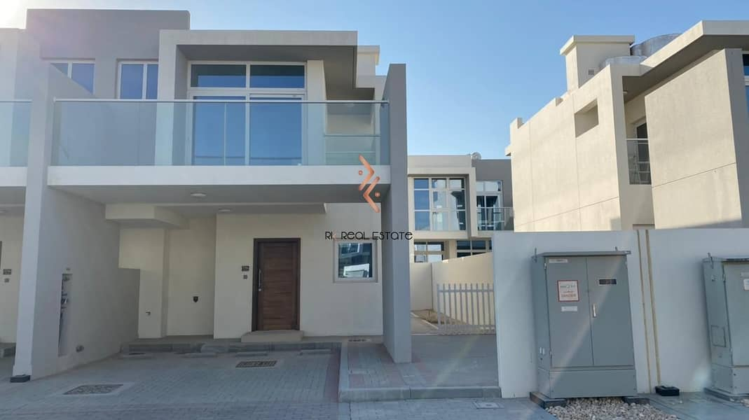 28 Family Living, 3-bedroom Townhouse