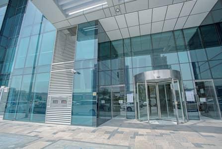 محل تجاري  للايجار في شارع الشيخ زايد، دبي - Fully Fitted Space | Ground Floor Road Facing