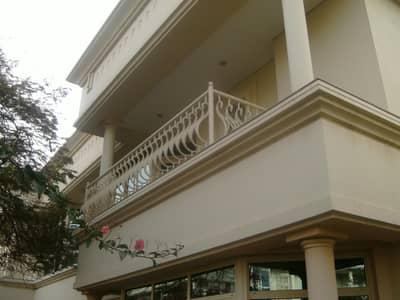 فيلا تجارية 4 غرف نوم للايجار في الصفا، دبي - commercial villa in al wasl road safa 2 rent is 300k