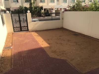 Very nice 3 bedroom villa with private garden and shared pool in Jumeirah, One month free