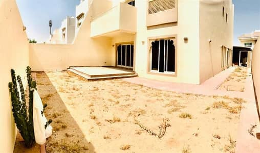 Near the  Lamer Beach , Spacious 4 bed villa with  garden and pool, One month free