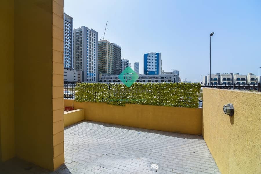 23 Pool Facing Duplex   3 BR Duplex with Maid Room   Fully  Upgraded   2 Jyms