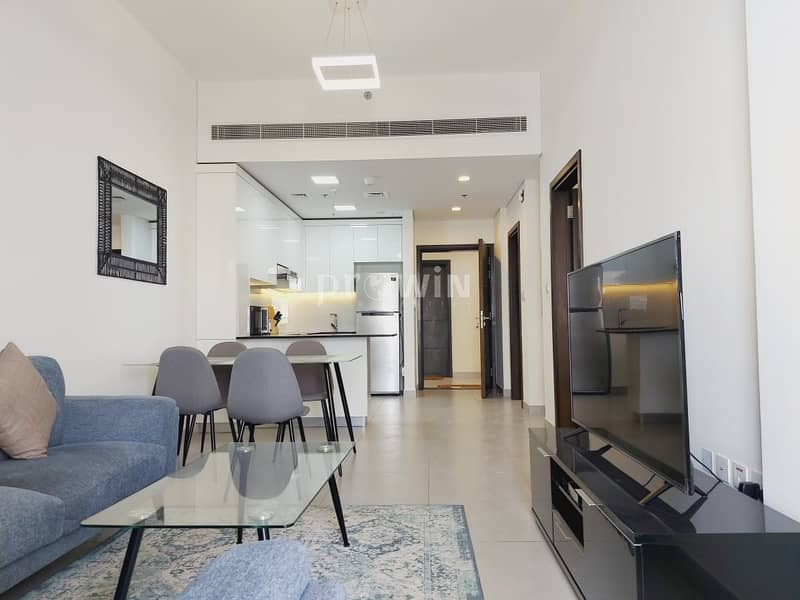 Modern Spacious Luxury 1 BR Apt | Prime Location | Closed kitchen !!!!