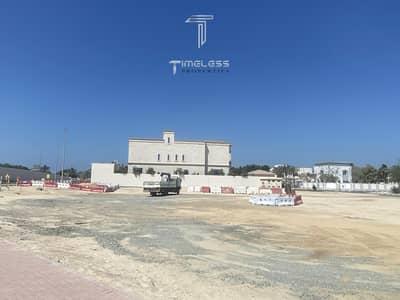 Plot for Sale in Umm Al Sheif, Dubai - 2 corner huge plots|5 plots from Bentley showroom