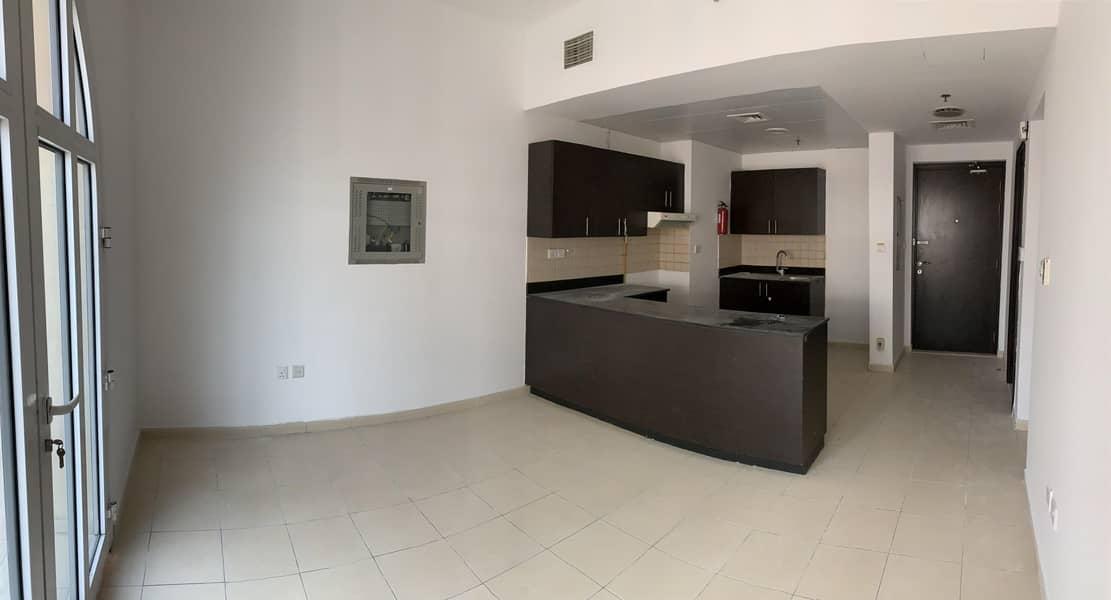 2 2BR I Massive Terrace I Open Kitchen - Vacant