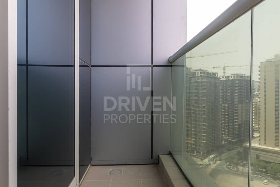 19 High Floor   Vacant   Brad New Apartment