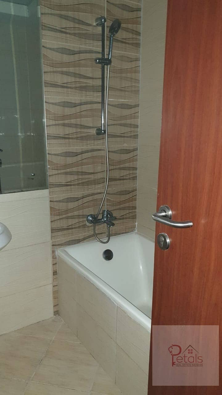 21 REDUCED PRICE IN 12 CHEQUES QASR SABAH 1B/ROOM WITH BALCONY\