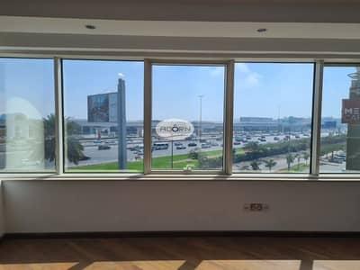 مکتب  للايجار في الصفا، دبي - 6500 square feet excellent fitted office AED 65 only on Sheikh zayed road Al Safa 1