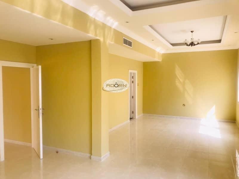 2 Excellent 5 bedroom villa with private garden jumeirah 2