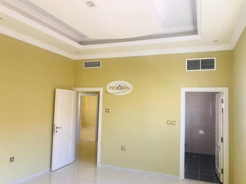 6 Excellent 5 bedroom villa with private garden jumeirah 2