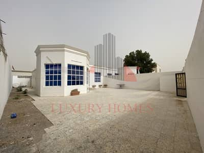 3 Bedroom Villa for Rent in Al Marakhaniya, Al Ain - Immaculate Ground Floor Private Entrance and Yard
