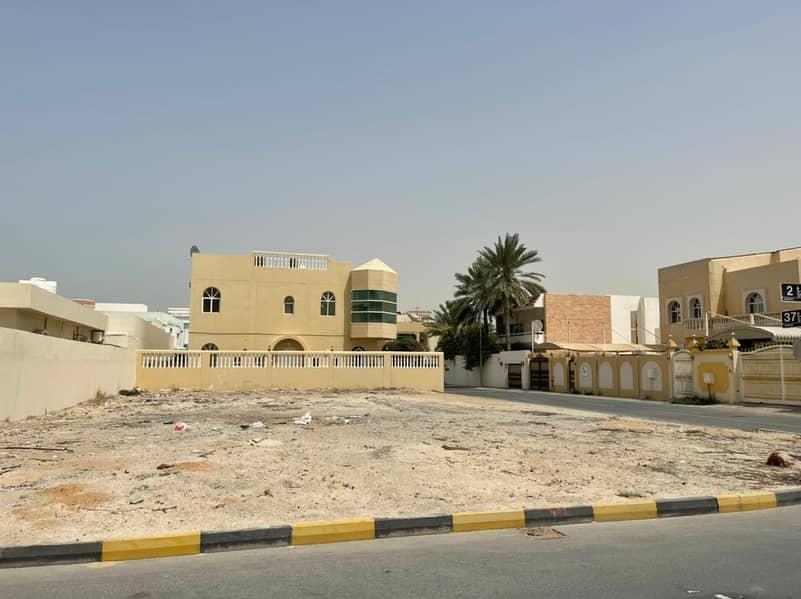للبع أرض في منطقة الشرقان الشارقة