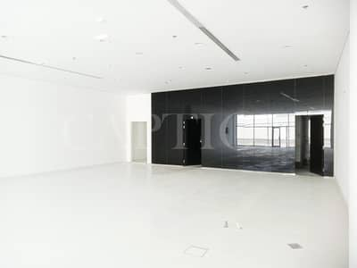 معرض تجاري  للايجار في شارع الشيخ زايد، دبي - EXCELLENT SHOWROOM  ! READY AND FITTED ! Sheikh Zayed Road Building. BEST SHOWROOM.
