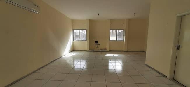 فیلا 3 غرف نوم للايجار في المشرف، أبوظبي - Fully renovated villa w/ maids room