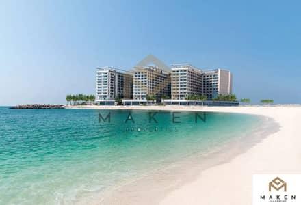 شقة 1 غرفة نوم للايجار في جزيرة المرجان، رأس الخيمة - غرفة وصالة مفروش مع واجهة بحرية في جزيرة المرجان