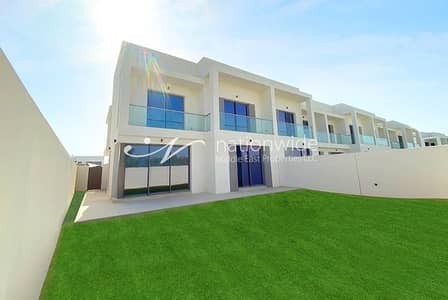 3 Bedroom Townhouse for Sale in Yas Island, Abu Dhabi - A Semi-Single Row Townhouse w/ Spacious Layout