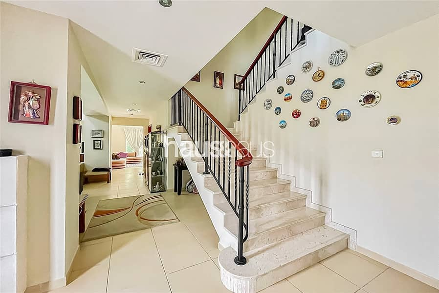 2 Immaculate | Close to Pool and Park | Internal