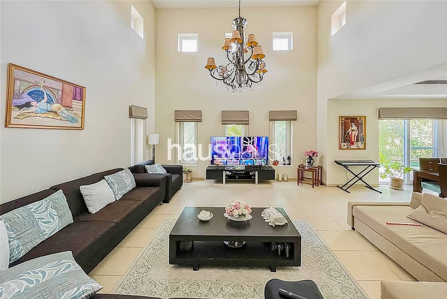 9 Immaculate | Close to Pool and Park | Internal